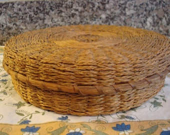 Vintage Native American ash and sweet grass basket with lid- Maine