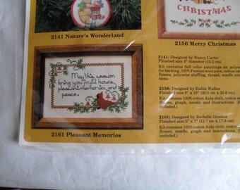 Embroidery Stitchery Holiday Season New Creative Circle Kit