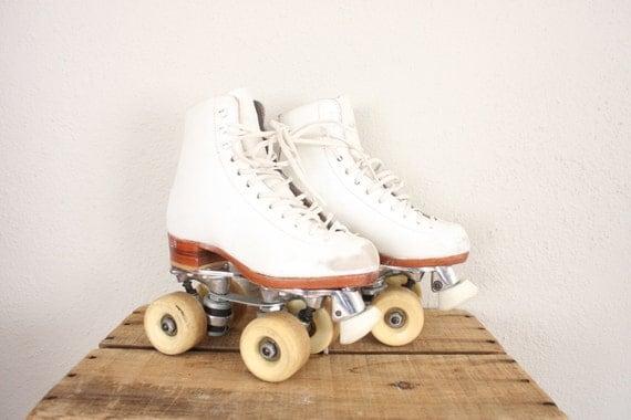 Vintage Roller Skates // White Retro Skates // Vintage Roller Derby Skates // Sure Grip Ridell Skates