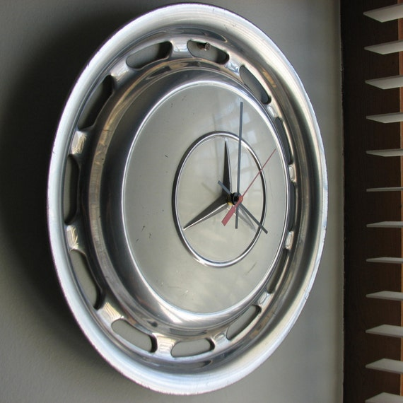 White vintage mercedes hubcap clock no 2312 for Mercedes benz hubcaps
