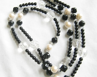 Vintage AVON Signed Faux Pearl and Faux Crystal Plastic Beads Necklace