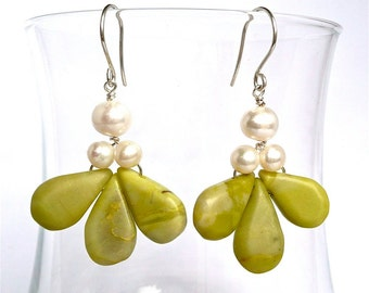 Woodsorrel -- Limegreen Dangling Earrings with Howlite and Freshwaterpearls