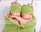 Twins Sweet Pea Photo Prop, Twins Pea Pod and Hats, Two Peas In A Pod for Twins, Crochet Cocoon, Twins Photo Prop