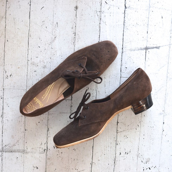 1960s shoes / 60s shoes / Cacao suede oxfords