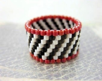 Peyote Ring / Beaded Ring / Seed Bead Ring / Red, Black and White Ring / Size 5 Ring / Beadwoven Ring / Delica Ring