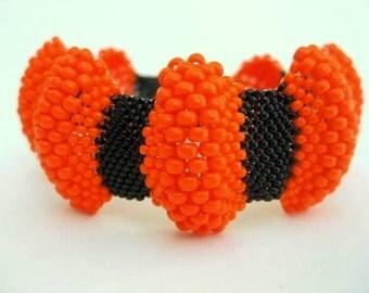 Peyote bracelet /  Bumpy Peyote Bracelet / Beaded Bracelet in Orange and Black /  Seed Bead Bracelet / Halloween Bracelet / (Made To Order)