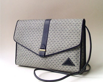 80s vintage Liz Claiborne Grey and Navy Blue Triangle Pattern Textured Vinyl Purse with Navy leather Trim