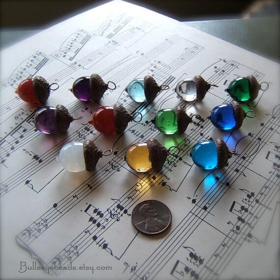 Acorn collier en verre - Choisissez votre propre Birthstone - par Bullseyebeads