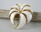 Vintage White Enamel Summer Brooch Flower Pin
