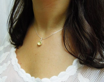 Delicate pendant necklace, silver & gold with a pearl