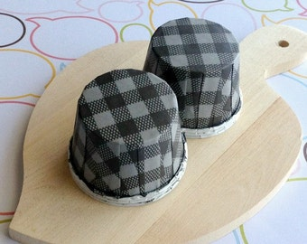 25 Black Gingham Baking Cups