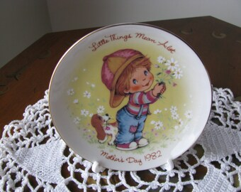 "Vintage 1982 Avon Mother's Day Plate ""Little Things Mean A Lot"" Mint Cond"