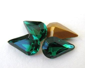 Vintage Swarovski Rhinestone Emerald Green Pear Teardrop Jewel 13x8mm swa0382 (4)