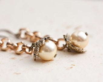 Long Dangle Gold Chain Earrings Pearls Beige Ivory Champagne cream light yellow
