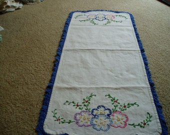 1950s Embroidery Dresser Scarf with flowers and Crochet Edge