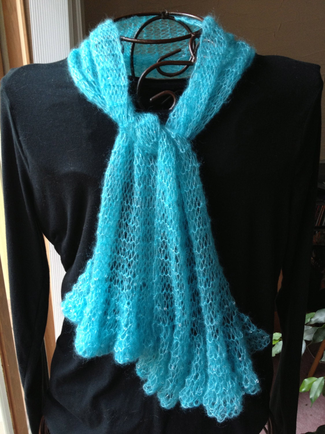 Free Knitting Patterns For Scarves With Beads : Delicate Beaded Ruffled Scarf Pattern