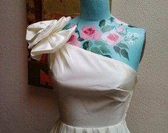 White Hot///vtg80's One Shoulder Multi Bow Taffetta Cocktail Party Evening Bubble Hemline Wedding Engagement Dress////sz 0- 2