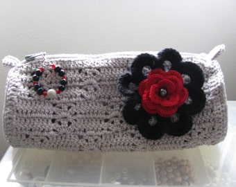Lady Anne Pouch in Silver with 2 Pins