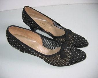 Vintage pair of 1960's Air Step pumps, Size 8 AAAAA. High heels, Net.  Black.  WOW