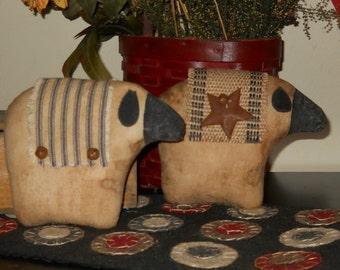 Set of two Sheep tucks Primitive