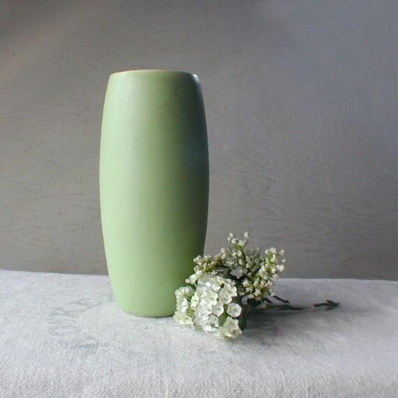 vintage bella vase steinborn gruen pottery lime green. Black Bedroom Furniture Sets. Home Design Ideas