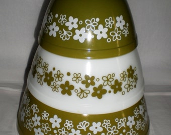 Pyrex Spring Blossoms - Crazy Daisy Mixing Bowl Set of Three - 1970's