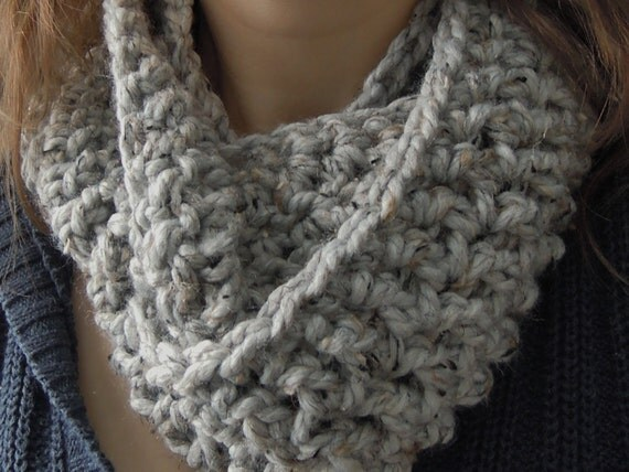 Crochet Scarf Patterns One Skein : Easy Chunky One Skein Infinity Scarf Crochet Pattern