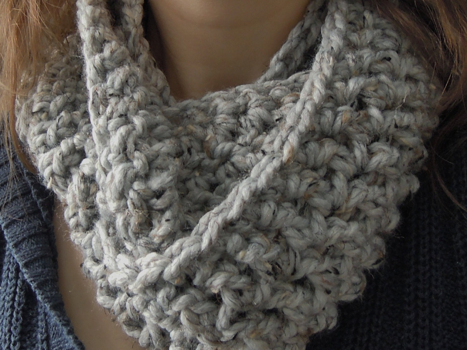 Easy chunky one skein infinity scarf crochet pattern zoom bankloansurffo Images