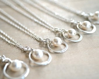 Bridesmaid Gift - 1 (One) Infinity Necklace in Sterling Silver with Swarovski Pearl - choose pearl color