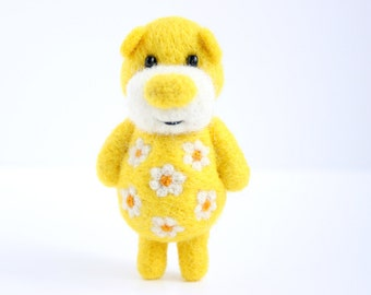 Yellow pocket felted bear with daisies