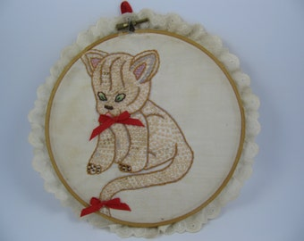 Vintage Kitty Cat Picture on Hoop Hand-Crafted Embroidered Cross Stitch with Lace Surround