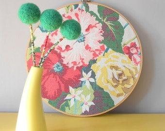 Emerald green pom pom flower bouquet.Green floral arrangement.Clover,Shamrock.Wool felt flowers.Felted pom poms.Faux flowers.Green bouquet.