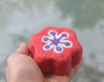 Felted Soap Coral Retro Flower  ( White Magnolia )