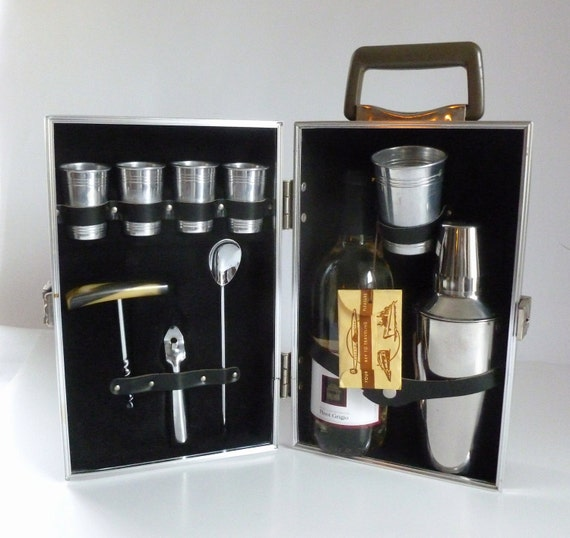 Mid Century Executain 880 TRAV-L-BAR Portable Traveling Barware Liquor Set in Case with Key Bar Mad Men Decor