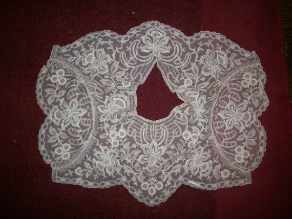 1 Capelet of Breathtaking  embroidered net lace in ivory with tan undertones daffodils