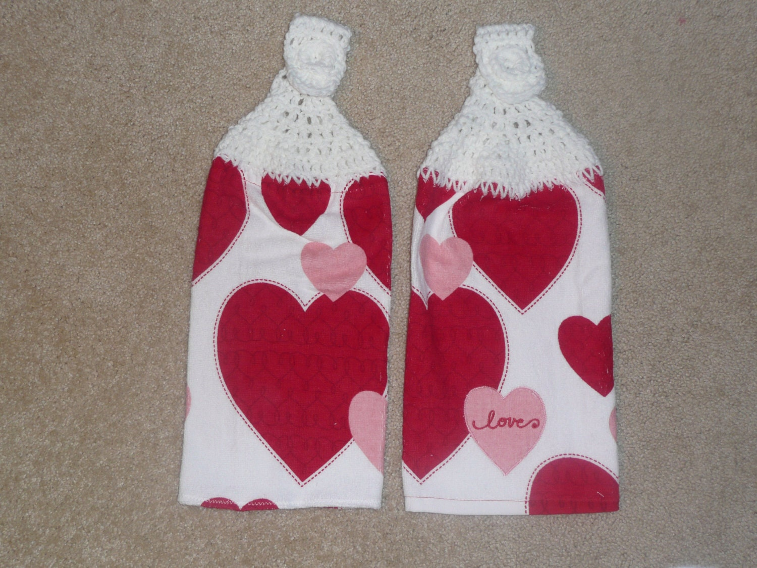 Crochet Top Hanging Kitchen Towels: Hearts towels with white