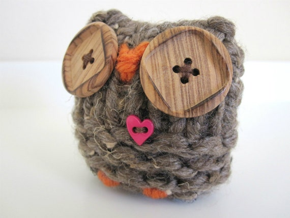 Knitted Owl- love owl with hot pink heart