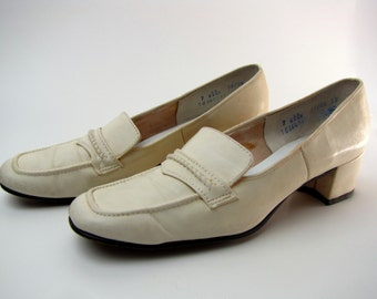 Vintage 1960's Square Toe Mod Ivory Leather Loafers by Naturalizer size 7 AA