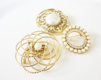 vintage jewelry round circles set of brooches rhinestones and pearls 3 pcs