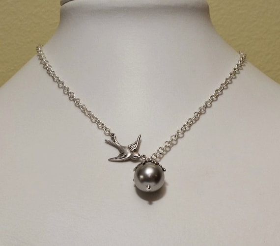 Pearl Pendant Necklace, Statement necklace, Lariat, choker, Silver Sparrow, Gray pearl, Wedding jewelry, Bridal Necklace