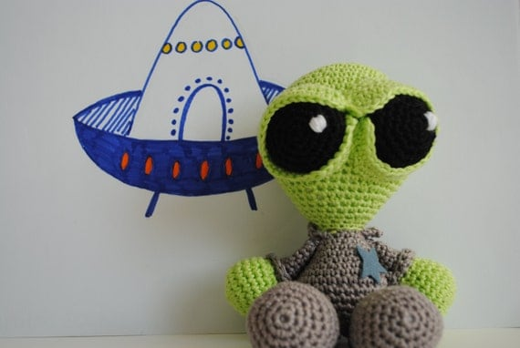 Crochet Amigurumi Alien : Crochet amigurumi pattern Alien by FunandFang on Etsy