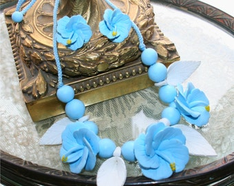 Vintage 80s Hawaiian Tropic Blue & White Artist Design Flower necklace with matching earings