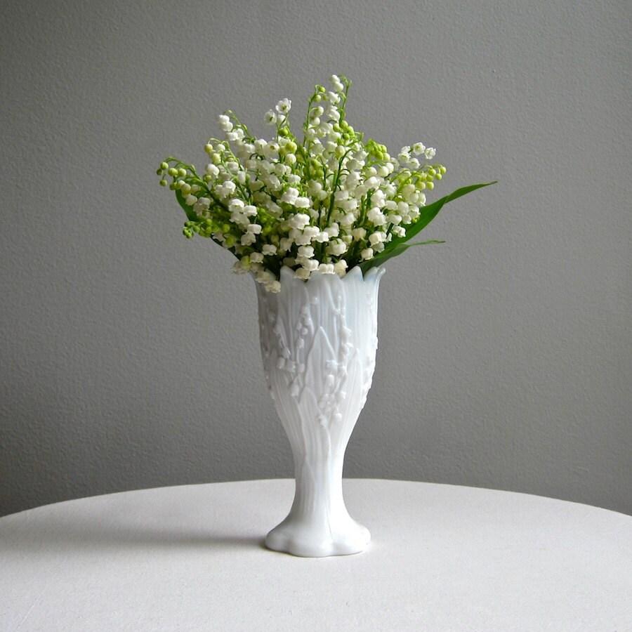 vintage lily of the valley milk glass vase by westmoreland. Black Bedroom Furniture Sets. Home Design Ideas