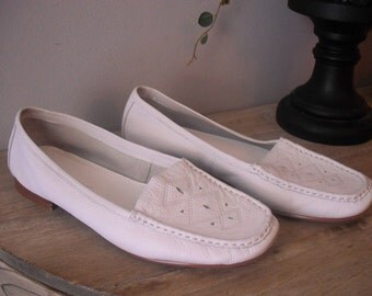 Vintage White leather Croft and Barrow Moccasin style Flats Size 6 1/2
