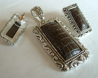 Vintage Crocodile Glass Pendent with Matching Pierced Earrings Silertone Filligree SET Demi Parure