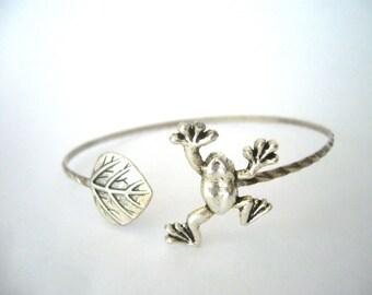 Frog bracelet wrap style with a leaf, animal bracelet, charm bracelet, bangle