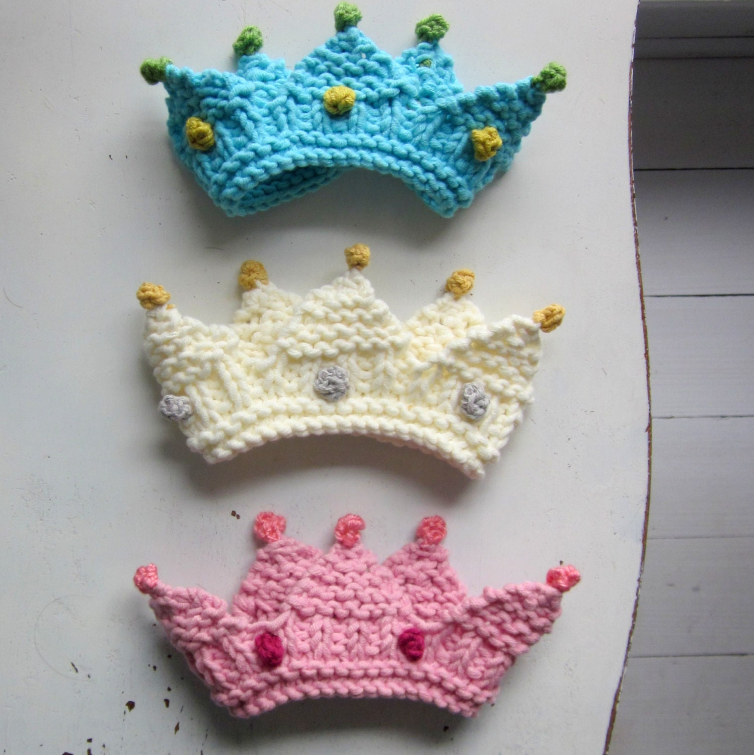 Knitting Ideas For Babies : Royal baby crown knitting pattern photo prop bulky yarn