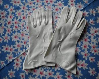 Felted Vintage Gloves, White Ivory with Beads and Beautiful Stitching M/L