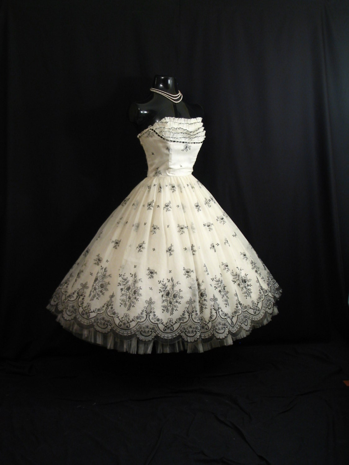 Vintage 1950 39 s 50s strapless bombshell black white floral for Black floral dress to a wedding