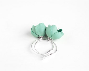 Leather earring with Mint green flower